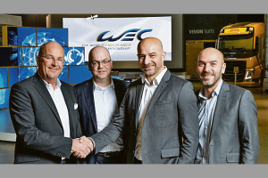 Weiter geht die Zusammenarbeit: Thomas Nieszner, Präsident und Global Head of Motorsport von DHL Global Forwarding, Steffen Vollmer, Branch Manager DHL Global Forwarding Stuttgart, Pascal Dimitri, Operations Director der WEC, Stéphane Andriolo, Marketing Director des Automobile Club de l'Ouest (v.l.). Bild: DHL