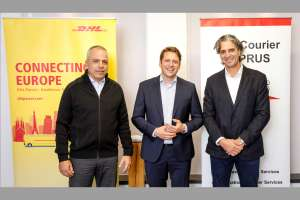 (v.l.n.r.) Christoforos Potamitis, Managing Director ACS Air Courier Services (Cyprus), Alexander Schmitz-Hübsch, Vice President Product Management Connect, DHL eCommerce Solutions und Alkis Matsis, CEO ACS Air Courier Services (Cyprus). (Foto: DHL)