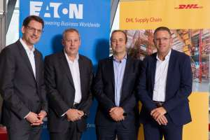 v.l.n.r.: Karsten Schwarz (DHL Supply Chain), Frank Campbell (Eaton), Oscar De Bok (DHL Supply Chain), Klaus Gäb (Eaton). (Foto: Deutsche Post DHL Group)