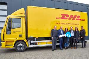 Bei der Übergabe dabei waren (v.l.n.re.): Robert E. Orten, Geschäftsführender Gesellschafter, Orten Electric-Trucks, Ralf Steffes, DHL Senior Vice President, Deutsche Post AG, Alexandra Orten, Marketing & Business Development, Orten Electric-Trucks, Carolin Dickel, Fuhrparkmanagement/Neue Transportsysteme Betrieb Post – eCommerce – Parcel, Deutsche Post AG, Michael Tauer, Automotive Engineering, DP Fleet GmbH, sowie Wilhelm Kemmnitz, Leiter Technik, Orten Electric-Trucks. (Foto: Orten Electric-Trucks)