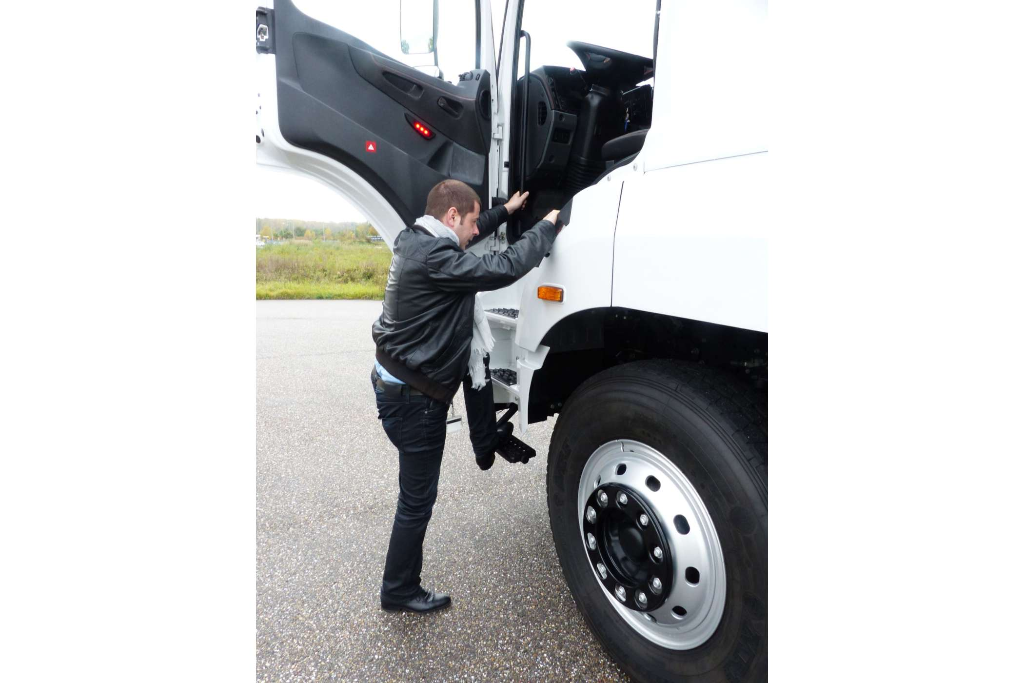 daimler world trucks heavy metal lkw tests fotostrecke. Black Bedroom Furniture Sets. Home Design Ideas